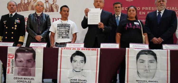 AMLO firma decreto de creación de la comisión para el caso Ayotzinapa