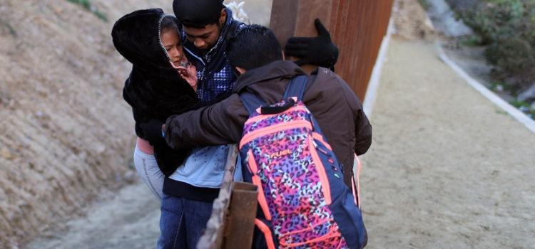 Trump culpa a demócratas por muertes de niños detenidos en la frontera