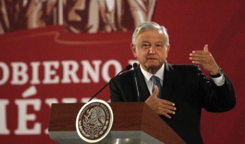 López Obrador critica al INE por alto presupuesto