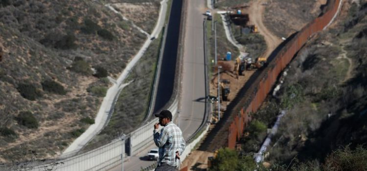 La Cámara baja de EU aprueba fondos para muro fronterizo
