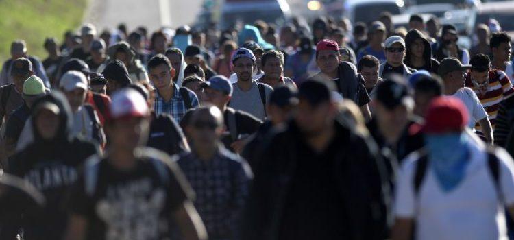 """Trump critica a México """"por no hacer nada"""" para detener caravana migrante"""