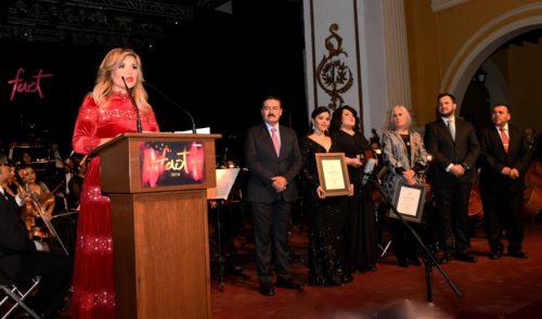Entrega gobernadora Pavlovich medalla Alfonso Ortiz Tirado 2019 a la soprano María Katzarava