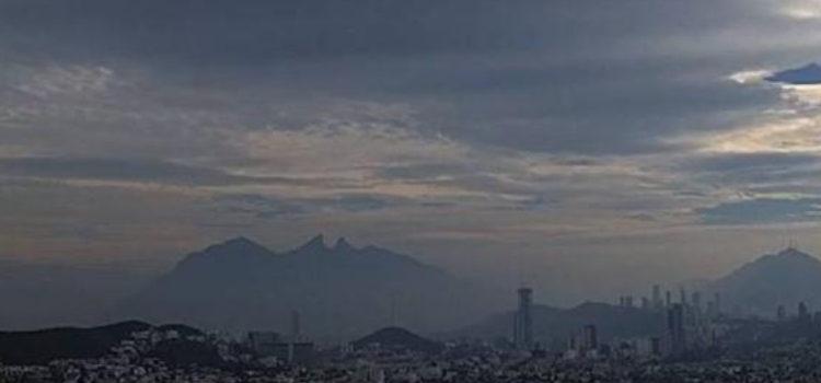 Carnes asadas y pirotecnia provocan contingencia ambiental en Monterrey