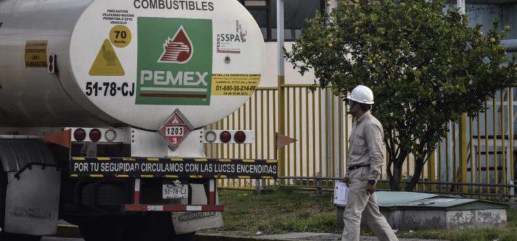Gobierno contratará a 2 mil conductores de pipas; ofrece sueldo de 14,500 quincenales