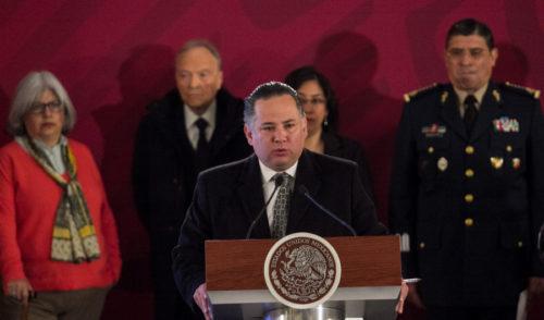 En el combate contra el huachicoleo saldrán más políticos implicados: Santiago Nieto