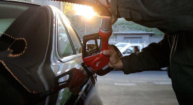 Huachicoleros secuestran empresarios para obligarlos a vender combustible robado