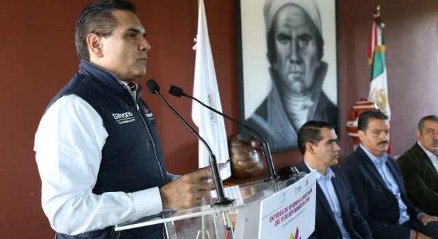 Aureoles arremete contra director de Pemex por no atender desabasto de gasolina