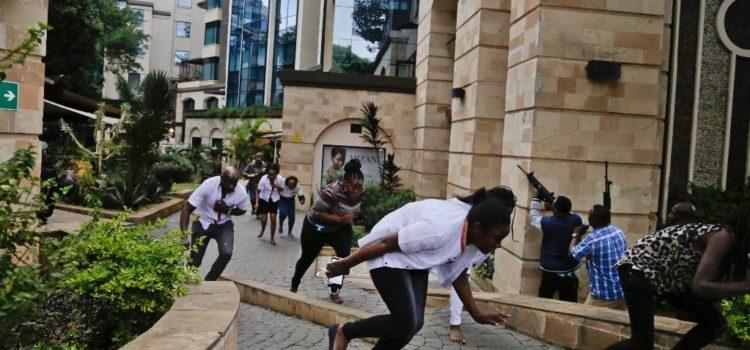 Comando asesina a 15 turistas en hotel de Kenia