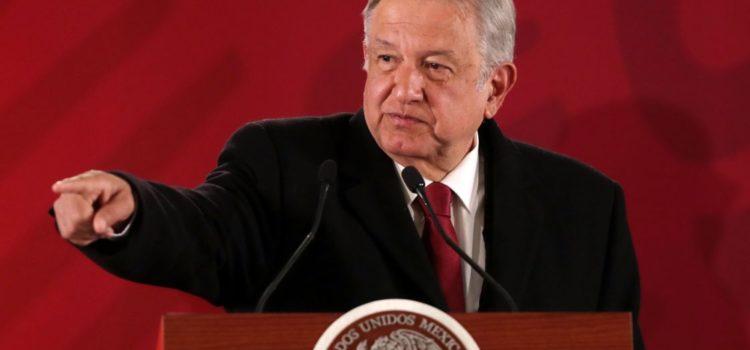 AMLO acusa de hipócrita a Fitch por bajar la calificación de Pemex