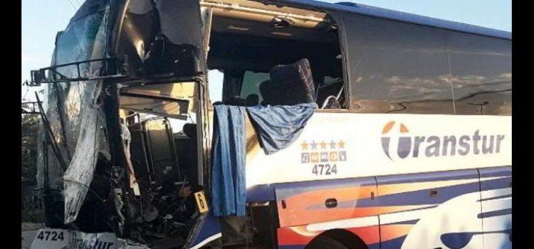 Volcadura de autobús en Cuba deja seis muertos