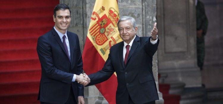 Sánchez regala a AMLO el acta de nacimiento de su abuelo, nacido en España
