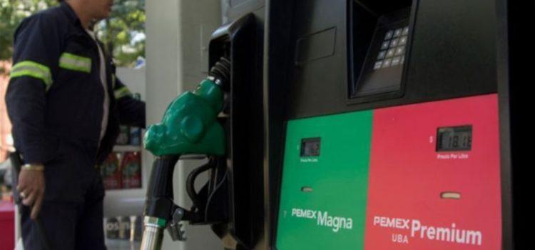 Gasolinas subirán 40 centavos al año y responderán a la inflación, promete AMLO