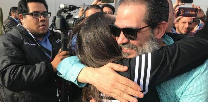 Llega ex gobernador Guillermo Padrés a Sonora