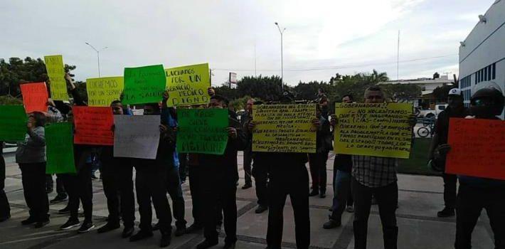 Policías de Navojoa exigen mejor servicio en Isssteson