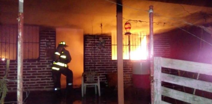 Pierde la vida mujer de 86 años al incendiarse su hogar en Empalme