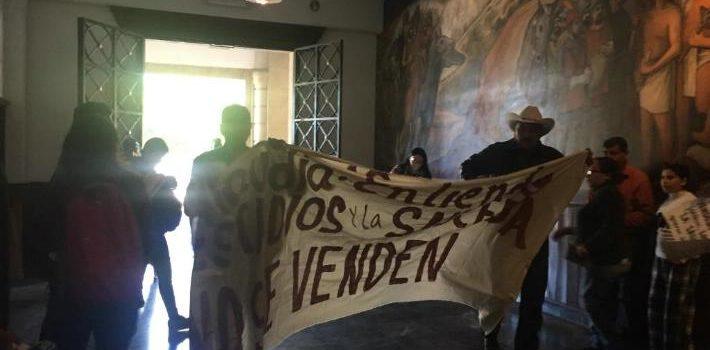 Protestan contra venta de Héctor Espino y La Sauceda