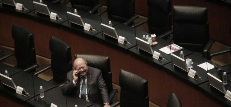 Senadores de MC presentan denuncia ante FGR contra Romero Deschamps