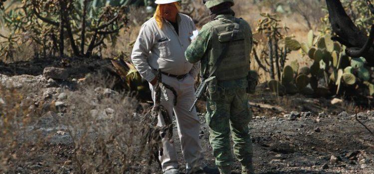 Desalojan a 200 personas por fuga en ducto de Pemex en Estado de México