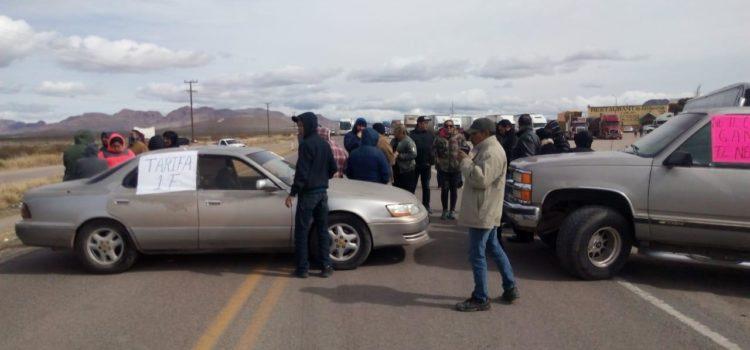 Se manifiestan cerrando carretera contra altas tarifas de la CFE en Agua Prieta