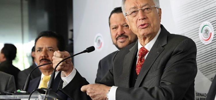 """Bartlett señala a Calderón y ex funcionarios de """"desmantelar"""" CFE"""