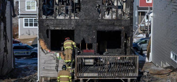 Mueren siete niños al incendiarse su casa en Canadá