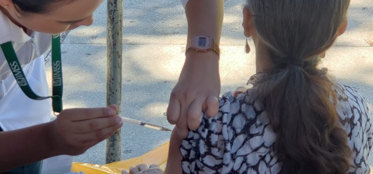 Ante nuevo frente frío, IMSS Sonora insiste en vacunarse contra la influenza y evitar la automedicación