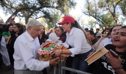 """En Badiraguato, AMLO pide """"no estigmatizar"""" a los pueblos"""