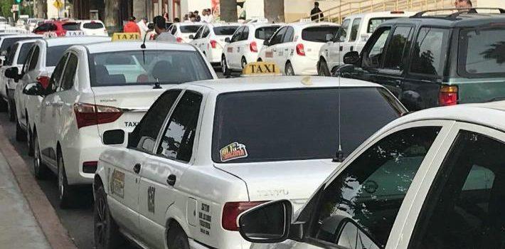 Se manifiestan taxistas contra Uber y Cabify; piden condiciones igualitarias