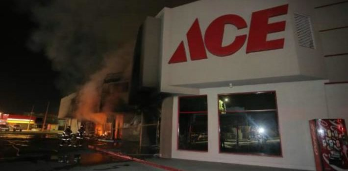 Futuro de empleados de Ace Home Center dependerá de acuerdo firmado en contrato