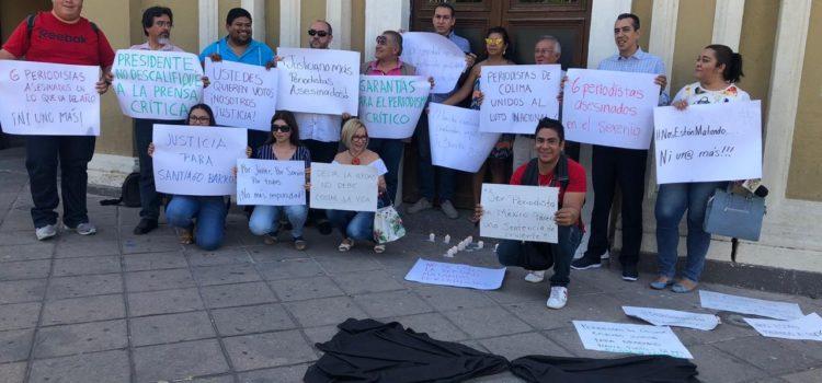 Se manifiestan periodistas en COLIMA por asesinato de periodista sonorense