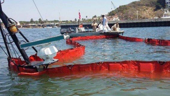 Se hunde barco y derrama combustible en Acapulco