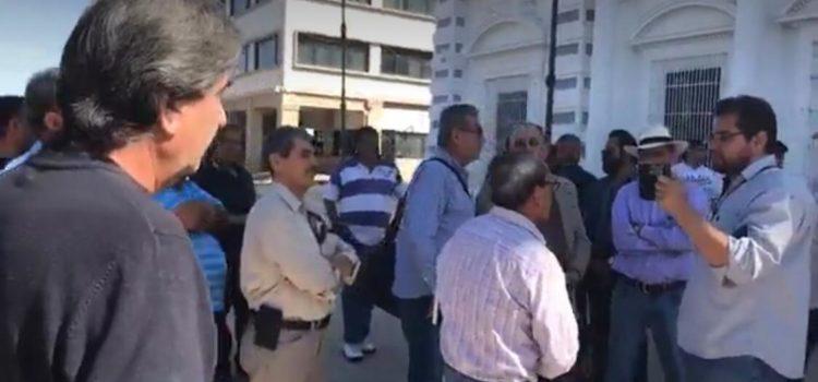 Se manifiestan taxistas contra UBER en Hermosillo