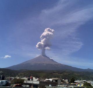 Podrían reubicarse casillas del INE por actividad del volcán Popocatépetl