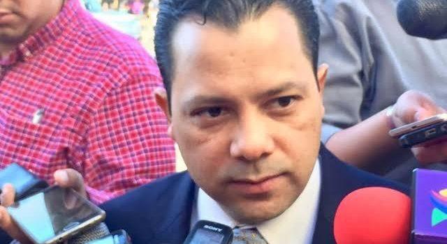 Vergüenza internacional alcalde de MORENA en Bácum: Ernesto De Lucas.
