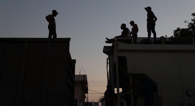 Migrantes en el sur mantienen sus esperanzas en 'La Bestia'