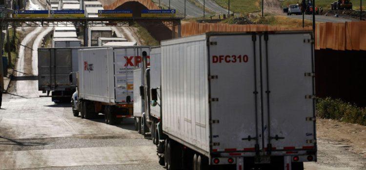Retraso en aduanas de EU genera pérdidas millonarias a México