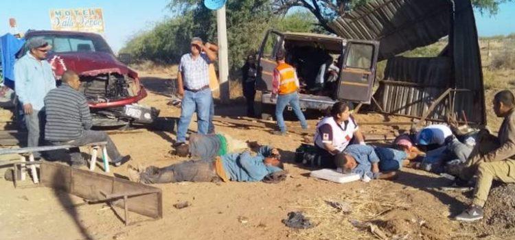 Deja accidente carretero 8 personas sin vida y 20 lesionadas