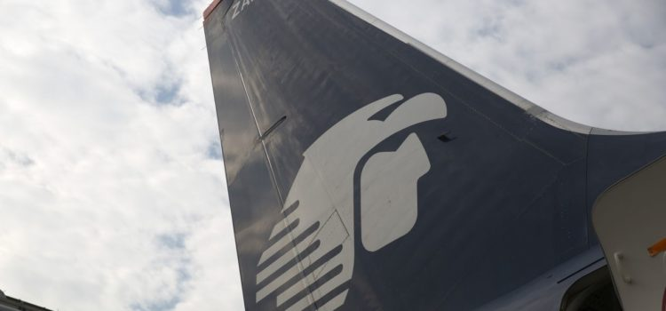 SCT abre investigación contra Aeroméxico por retraso de vuelo donde viajaba extitular de Semarnat