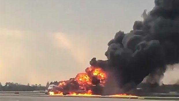 Al menos 41 muertos al arder un avión ruso debido a un rayo