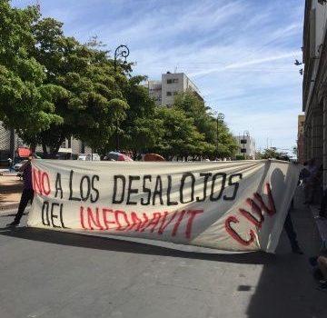 Se manifiesta colectivo CUV por fuera del Ayuntamiento de Hermosillo