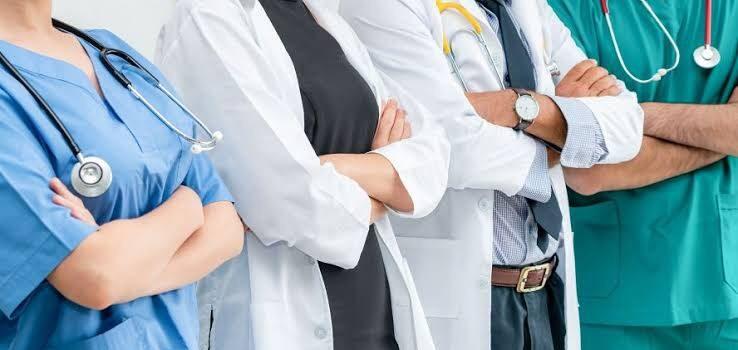 Médicos residentes piden al Gobierno no reducir becas para servicio social