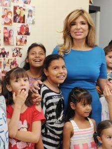 Visita Gobernadora Pavlovich a menores de Casa Esperanza