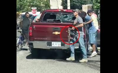 Investigan a quienes robaron armas de personas ejecutadas en Agua Prieta