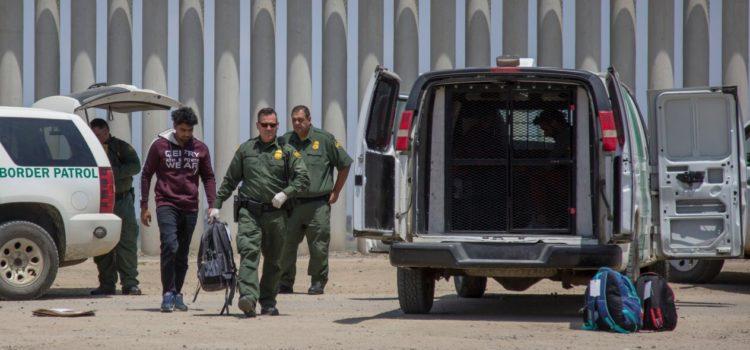 EU regresa a México a 885 migrantes, a 5 días del acuerdo