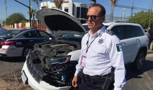 Jefe policiaco participa en choque en Colosio y Quiroga