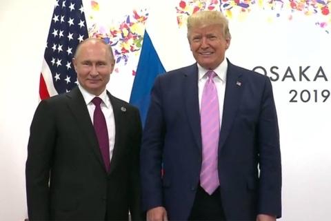 Trump pide a Putin no entrometerse en elecciones de EU