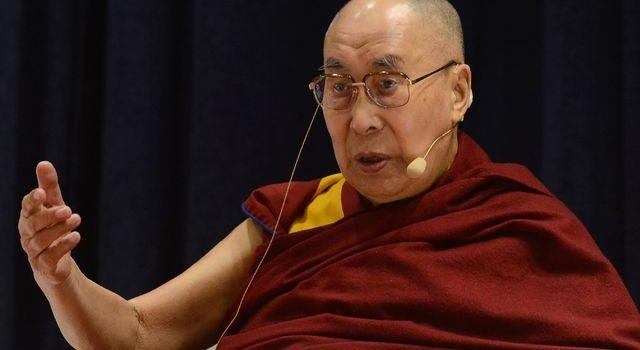 Mi sucesor puede ser mujer si es atractiva: Dalai Lama
