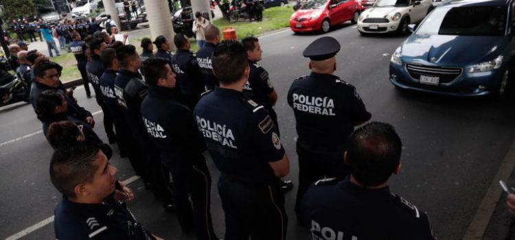 Policías federales piden que Felipe Calderón los represente