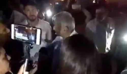 Siempre hay que respetar a la autoridad, dice AMLO al reprender a manifestantes