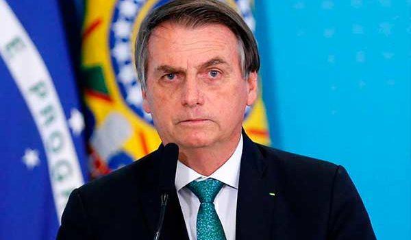 Presidente de Brasil afirma que indígenas estorban en el desarrollo del Amazonas